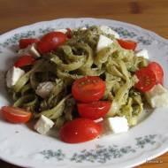 Tagliatelle z pesto, pomidorami i mozzarellą