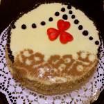 Tort ajerkoniakowy z bezową wkładką
