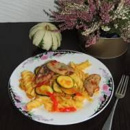 Makaron z sosem z dyni i polędwicą wieprzową