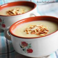 Zupa z białych warzyw z płatkami migdałów według Katarzyny Bosackiej