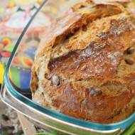 Chleb pszenny, drożdżowy, z naczynia żaroodpornego
