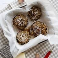 Pieczarki portobello faszerowane pszenicą farro i oliwkami
