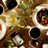 Śniadanie dla dwojga - smoothie bowls z quinoą i prozdrowotnymi dżemami