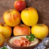 Zupa krem z jabłka z wędzonym łososiem