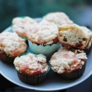 Muffinki z rabarbarem i kruszonką