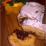 Waniliowo-kakaowe ciasto z cynamonowym jabłuszkiem