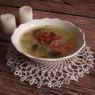 Zupa ogórkowa z chipsami serrano