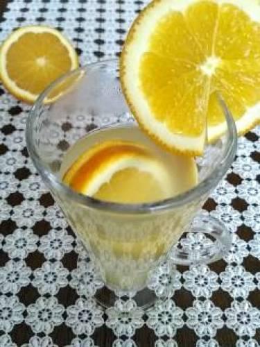 Rozgrzewająca lemoniada z pomarańczą i imbirem
