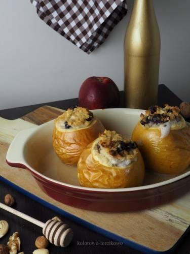 Pieczone jabłka faszerowane jaglanką