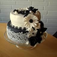 Czarno-biały tort na urodziny