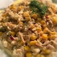 Sałatka z tuńczyka, kukurydzy i jajek