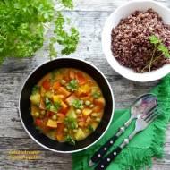 Curry z batatem, dynią, ananasem i czerwonym ryżem