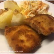 Panierowana pierś z kurczaka z boczkiem i serem.