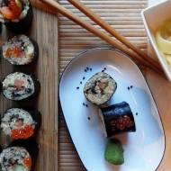 Quinoa sushi z wędzonym łososiem i ogórkiem