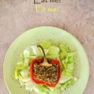 Dietetyczny obiad lub lekka kolacja, czyli pieczona papryka faszerowana kurczakiem i ryżem w roli głównej
