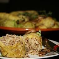 Gołąbki na ostro z ryżem, kaszą i pieczarkami