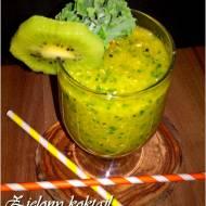 Zielony koktajl na odporność (z jarmużem, kiwi i mandarynką)