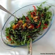 Sałatka z rukoli, czarnych oliwek i winogron