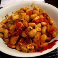 Sycący gulasz z fasoli i warzyw