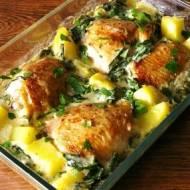 Kurczak zapiekany z ziemniakami w sosie szpinakowym.
