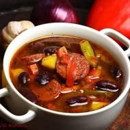 Zupa fasolowa z salami