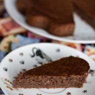 Wegańskie ciasto pełnoziarniste z bananem, karobem i orzechami (bez cukru)
