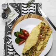 Omlet 'country style' z wędzonym łososiem i ziemniakami
