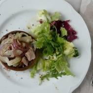 Sałatka z fenkułem i tuńczykiem w pieczarce
