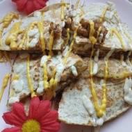 Tortilla przekładana piersią z indyka
