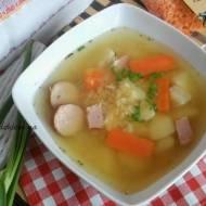 Zupa z czerwonej soczewicy na wędzonce z ziemniakami. Sycąca, zimowa zupa.