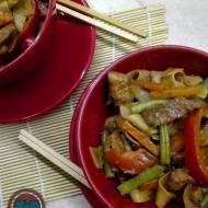 Schab z warzywami i makaronem