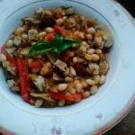 Fasolka z warzywami i grzankami