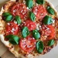 Włoska pizza na cienkim cieście (oryginalny przepis na ciasto i sos + 3 rodzaje pizzy)