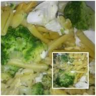 Brokuł-makaron-mozzarella zapiekanka