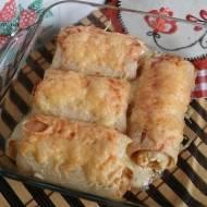 Naleśniki z szynką i serem pleśniowym zapiekane w piekarniku.