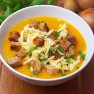 Zupa cebulowa z wędzonym serem i grzankami / Zupa cebulowa krem