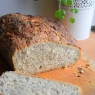 Chleb pszenny, drożdżowy pieczony w naczyniu żaroodpornym