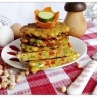 Placuszki z siekanej ciecierzycy z warzywami i serkiem wiejskim