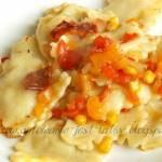 Ravioli z mięsem drobiowym i sos słodko kwaśny
