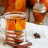 Rozgrzewająca i aromatyczna herbata z pomarańczami, anyżem, cynamonem i goździkami