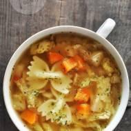 Zupa z kapustą włoską i czubrycą zieloną