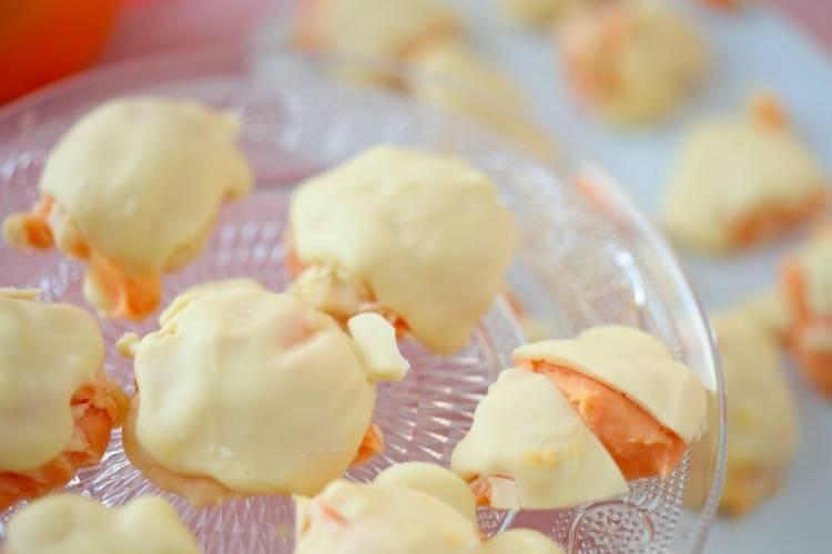 Pomarańczowe pralinki z białą czekoladą