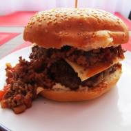 Hamburger z Chili con carne.