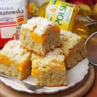 Szybkie ciasto na oleju z brzoskwiniami z puszki