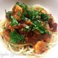 Walentynkowa kolacja - Makaron z krewetkami w sosie pomidorowym z suszonymi pomidorami