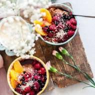Czekoladowy budyń jaglany z owocami