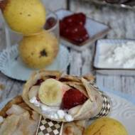 Naleśniki kokosowe z serkiem i owocami