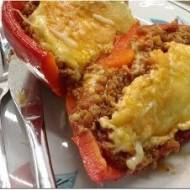 Papryka faszerowana mięsem mielonym i pomidorami