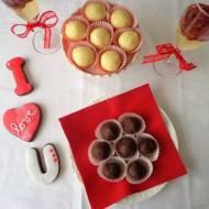 Słodkości na Walentynki: praliny z rumem, praliny z likierem pomarańczowym, ciasteczka czekoladowe z chili, koktajl z prosecco (