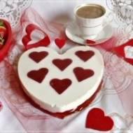 Walentynkowy deser serowy na zimno z musem owocowym i galaretką